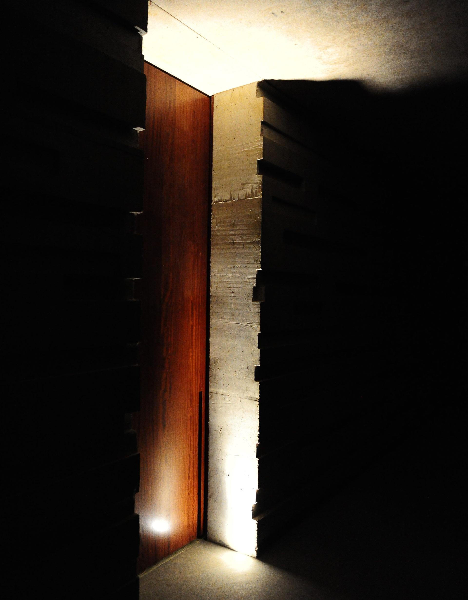 FRONT 002 de deur als autonoom object
